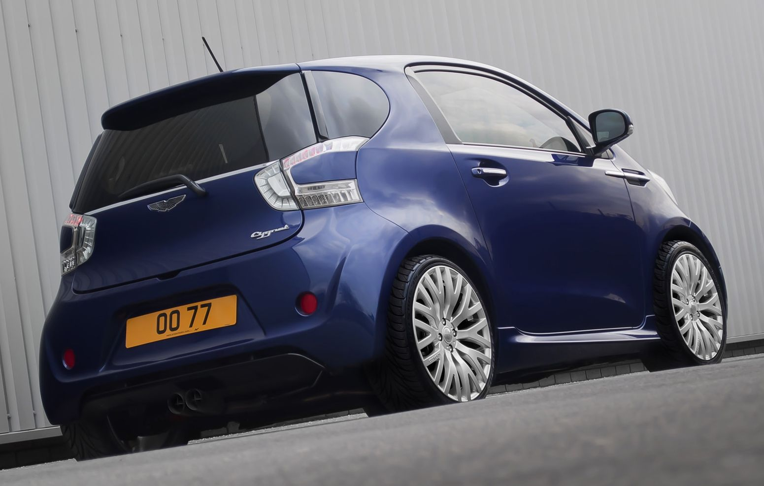 aston martin cygnet by kahn design only cars and cars. Black Bedroom Furniture Sets. Home Design Ideas
